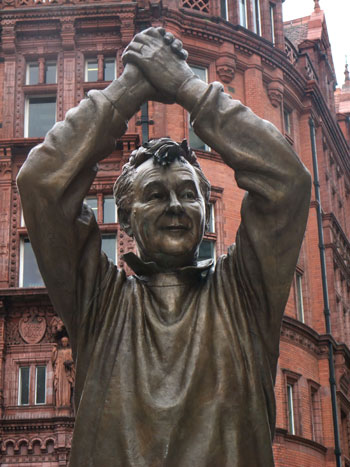 Detalle de la estatua de Clough en Nottingham (WIKIPEDIA)