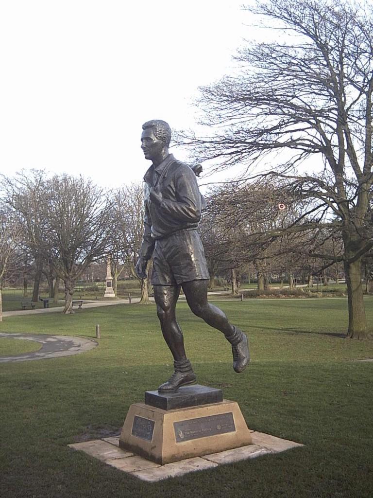 Estatua de Brian Clough en Middlesbrough (WIKIPEDIA)
