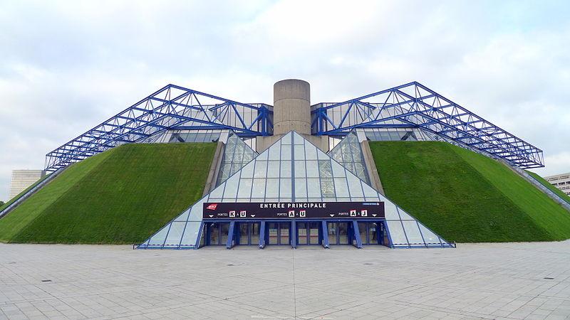 Una vista de la entrada del Palais Omnisports de París-Bercy (WIKIPEDIA)