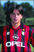 Coco, con la camiseta del Milan (Archivo 20Minutos)