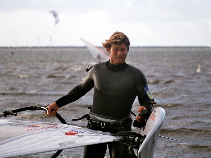 El windsurfista Bjorn Dunkerbeck (WIKIPEDIA)