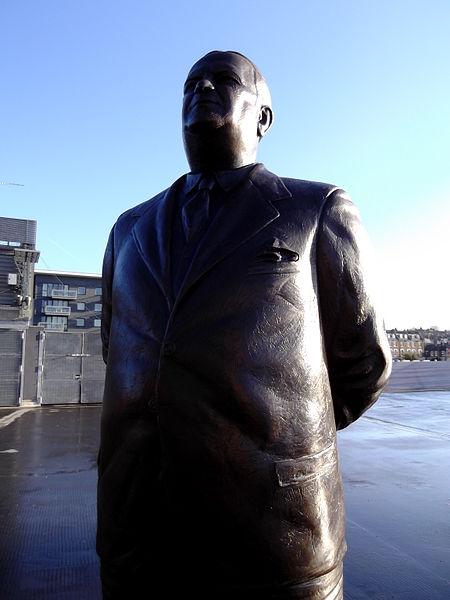 Estatua de Herbert Chapman, junto al Emirates (WIKIPEDIA)