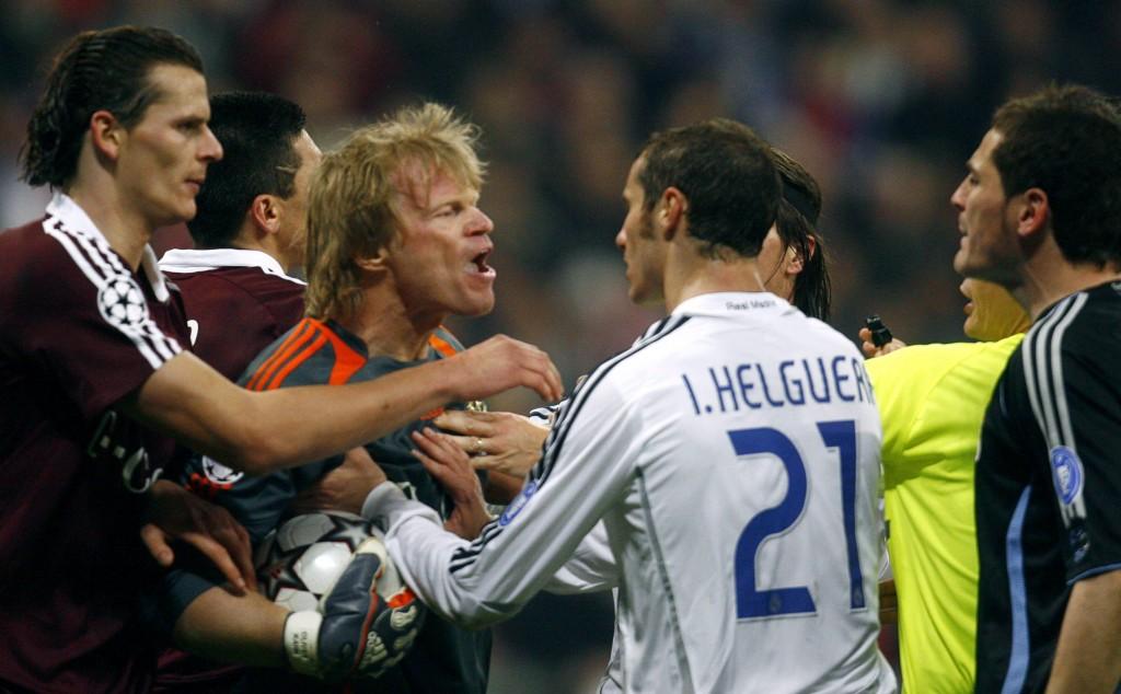 Kahn, enfrentado con jugadores del Madrid en la Champions de 2007 (Archivo 20minutos)