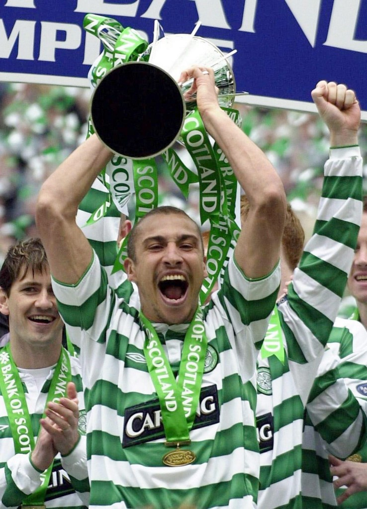 Larsson, con el título de Liga escocesa de 2004 (ARCHIVO 20Minutos).