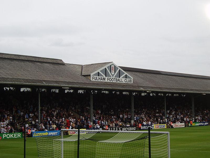 La grada principal o Johhny Haynes Stand (WIKPIEDIA).