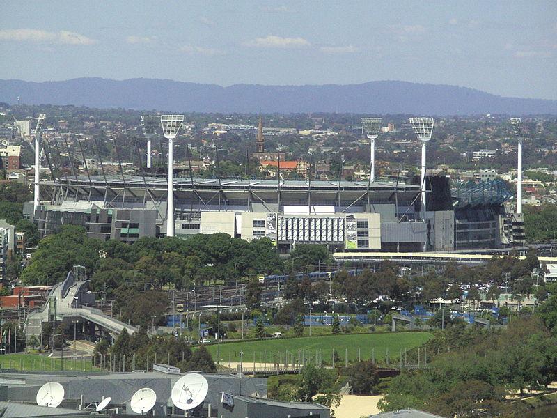 El Melbourne Cricket Ground, desde la distancia (WIKIPEDIA)