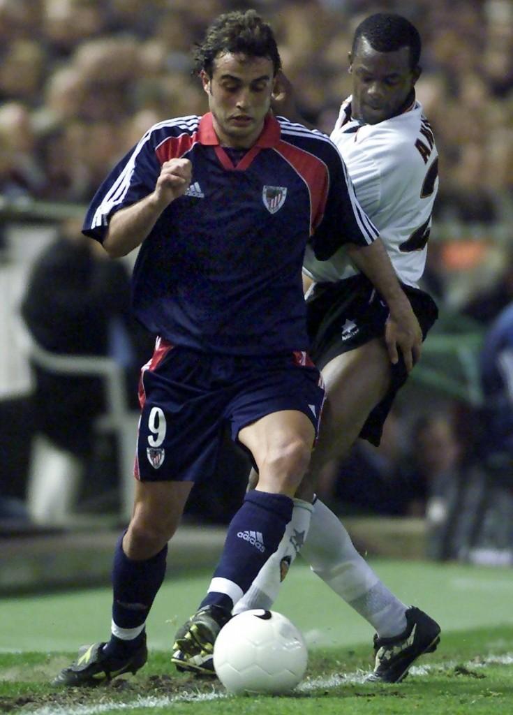 Ezquerro, jugando en Mestalla con el Athletic (ARCHIVO 20Minutos)