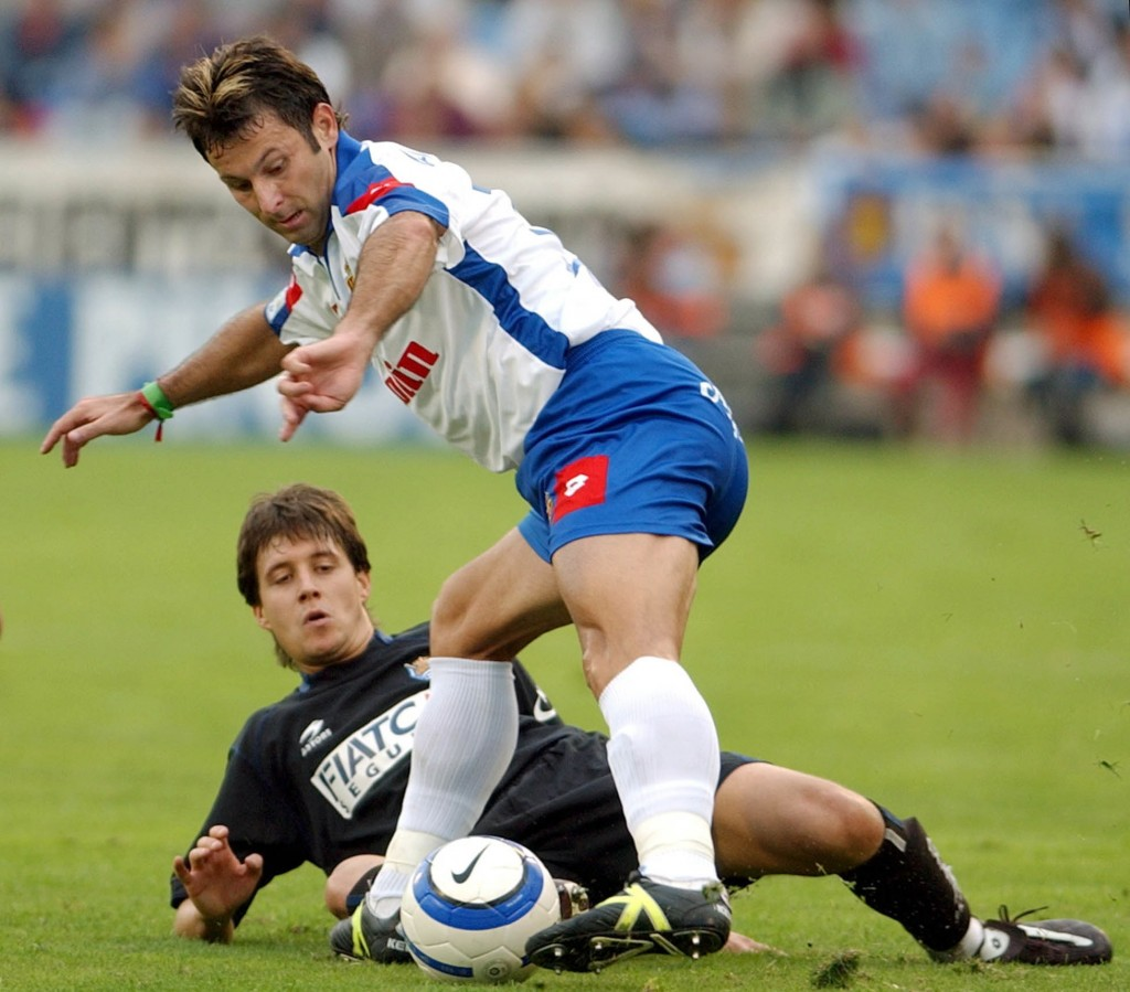 Javi Moreno, en su etapa en el Zaragoza, en 2004 ante la Real Sociedad en La Romareda (Archivo 20minutos).