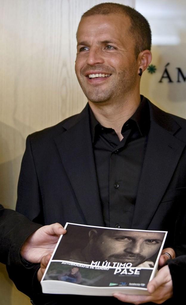 Sandro, en 2010 presentando su biografía en Málaga (Archivo 20Minutos)