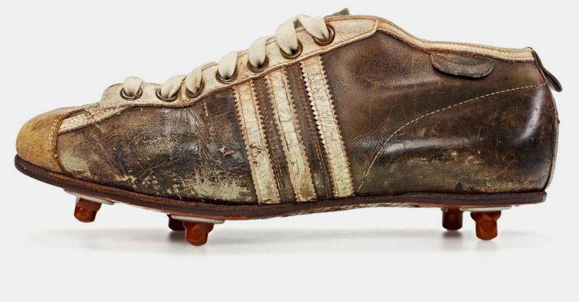 Botas Adidas de la época del Mundial de 1954 (WEB ADIDAS).
