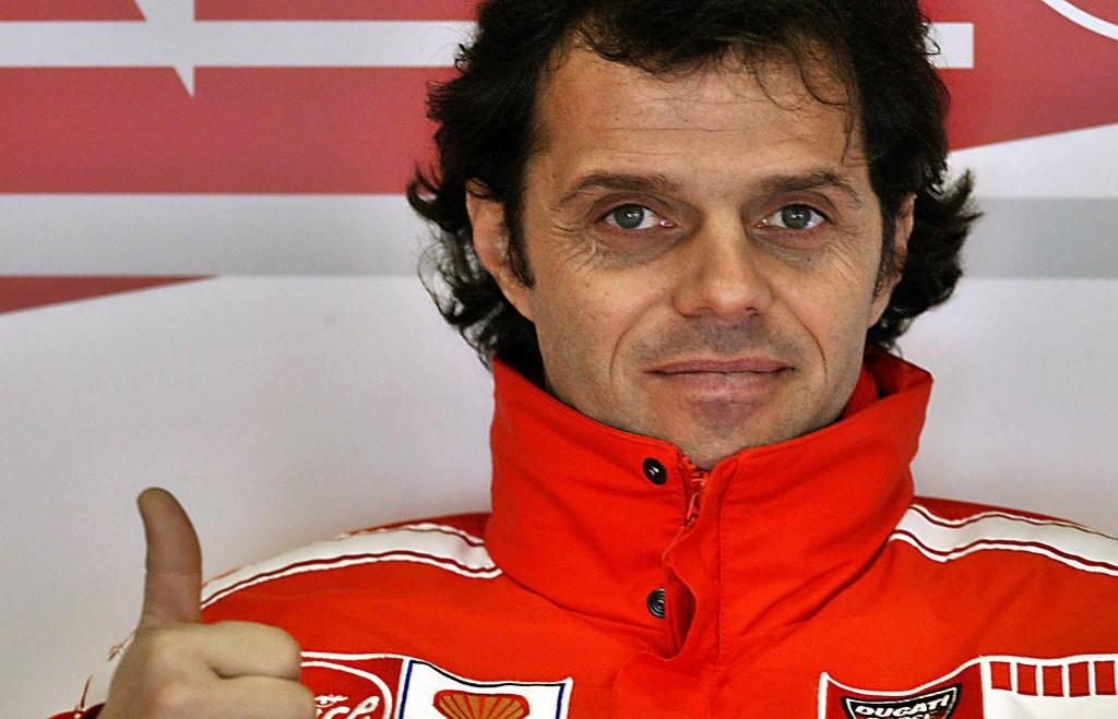 Loris Capirossi, en 2006 en el box del equipo Ducati Marlboro en Montmeló (Archivo 20minutos).