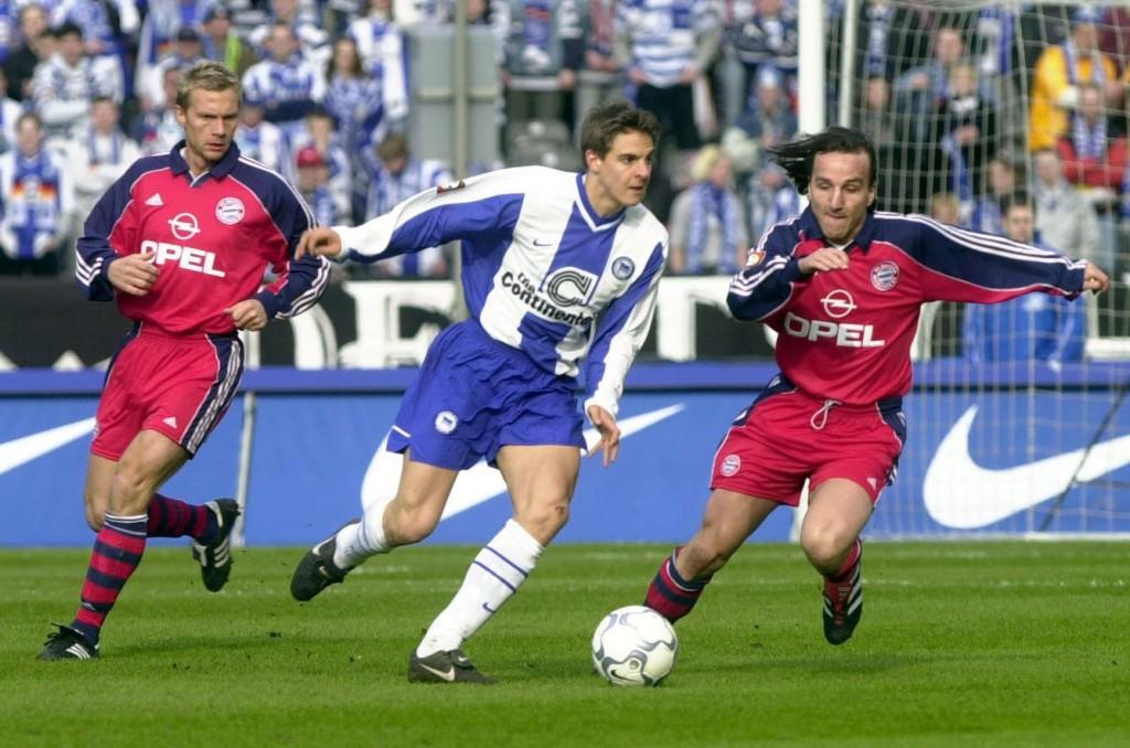Deisler en 2000 con el Hertha, enfrentándose al que dos años después sería su equipo, el Bayern (Archivo 20minutos).