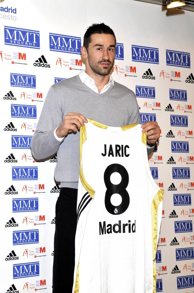 Marko Jaric, en su presentación con el Madrid en 2009 (GTRES).