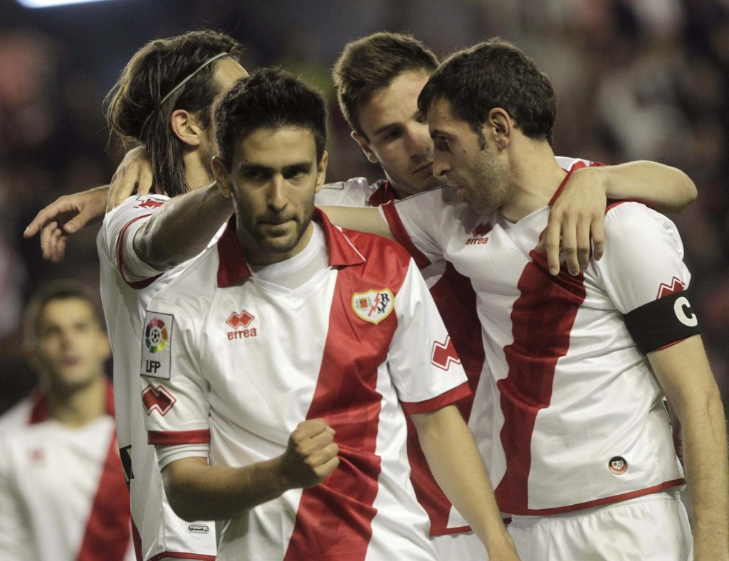 Los jugadores del Rayo, celebrando un gol en un partido de esta temporada (EFE).