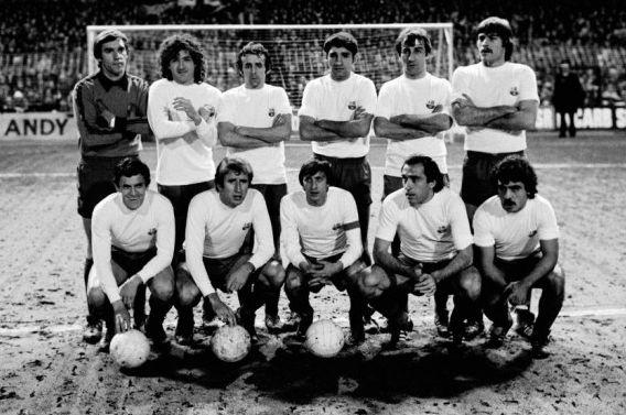 El Barça, de blanco antes del partido de la UEFA de 1978 en Birmingham (cortesía de bonsportant.com)