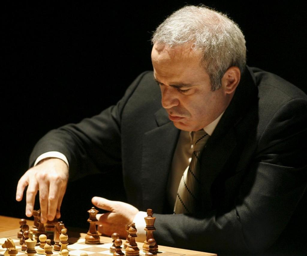 Kasparov, en una partida contra Karpov en 2009 en Valencia (Archivo 20minutos).