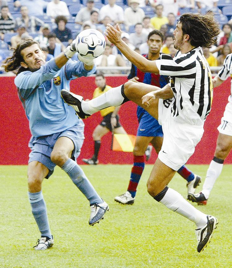 Rüstü, en un partido de pretemporada con el FC Barcelona ante la Juventus (ARCHIVO 20MINUTOS).
