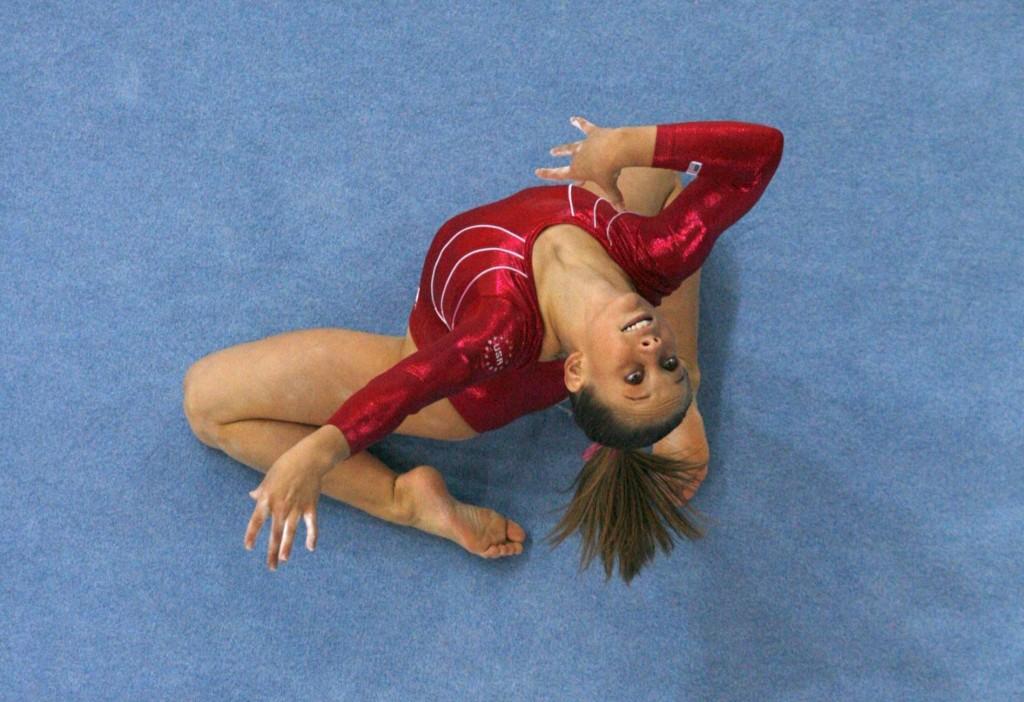 Otra foto de Shawn Johnson en Stuttgart 2007, en el ejercicio de suelo que le dio el oro (Archvo 20minutos).
