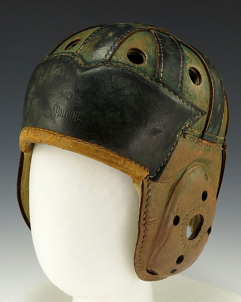 Casco de 1930 (WIKIPEDIA).