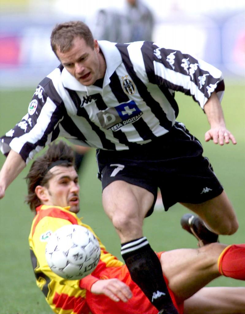 Pessotto, en un partido de la Juve ante el Lecce en febrero de 2000 (Archivo 20minutos).