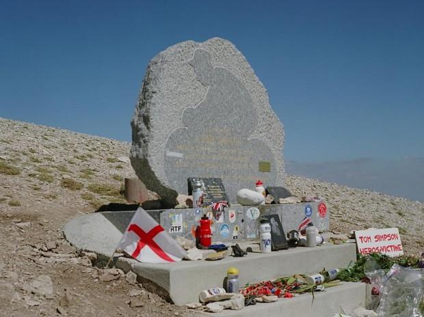 Monumento en memoria de Tom Simpson en el Mont Ventoux (WIKIPEDIA).