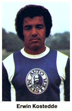 Kostedde, con la camiseta del Hertha (Panini).