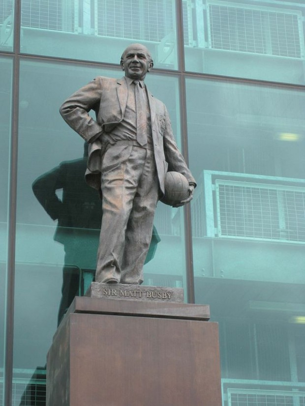 Estatua de Sir Matt Busby en Old Trafford (WIKIPEDIA).