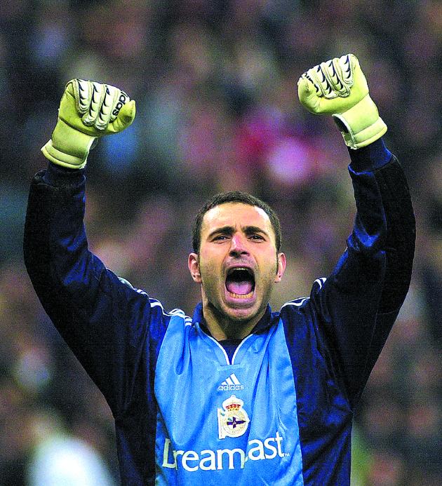 Molina, celebrando un gol del Dépor en un partido de los gallegos en San Siro, ante el Milan, en la Champions de 2001 (ARCHIVO 20MINUTOS).