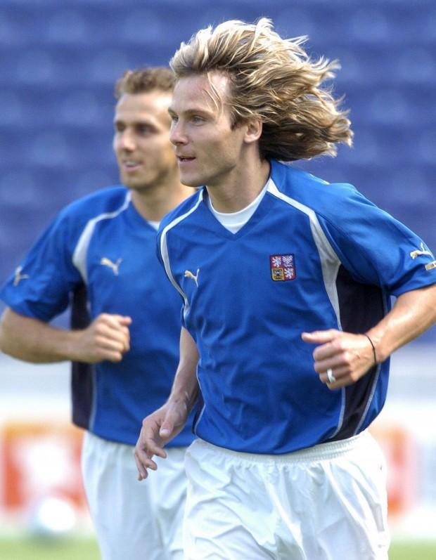 Nedved, entrenando con su selección durante la Eurocopa de Portugal 2004, con Karel Poborsky detrás (Archivo 20minutos).