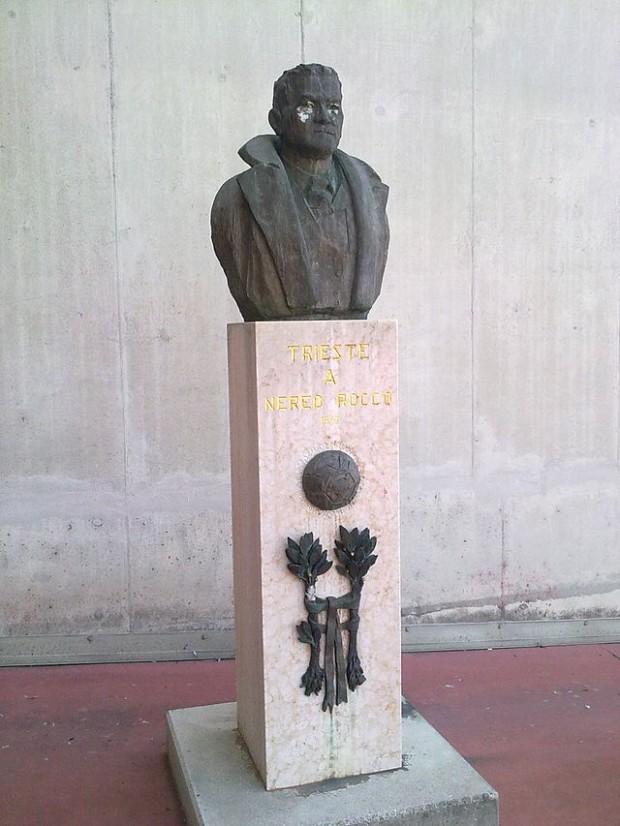 Busto dedicado a Nereo Rocco en el estadio que lleva su nombre en Trieste (WIKIPEDIA).