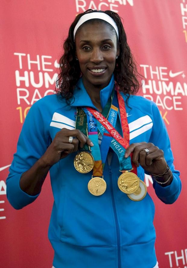 Lisa Leslie muestra sus medallas olímpicas en un acto en 2008 (Archivo 20minutos).