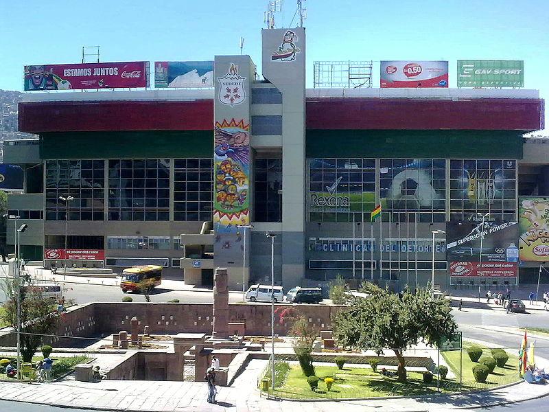 Facchada del estadio (WIKIPEDIA).