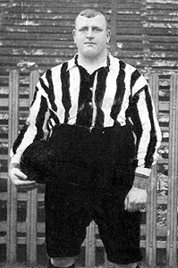 William Foulke, vestido con los colores del Sheffield United (WIKIPEDIA).