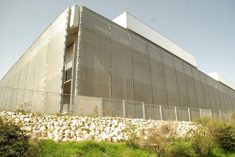 Vista exterior de la Caja Mágica (WIKIPEDIA).