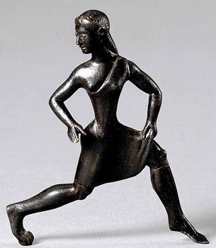 Estatua de bronce de una mujer espartana corriendo, del 500 A. C., conservada en el Museo Británico de Londres (WIKIPEDIA).