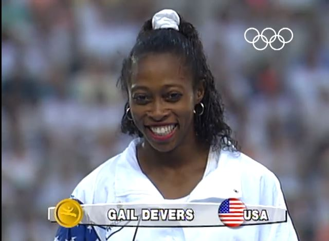 Gail Devers, en el podio de Barcelona 92 (YOUTUBE).