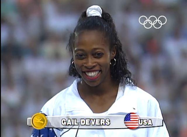 Gail Devers, en el podio de Barcelona 92 (YOUTUBE).