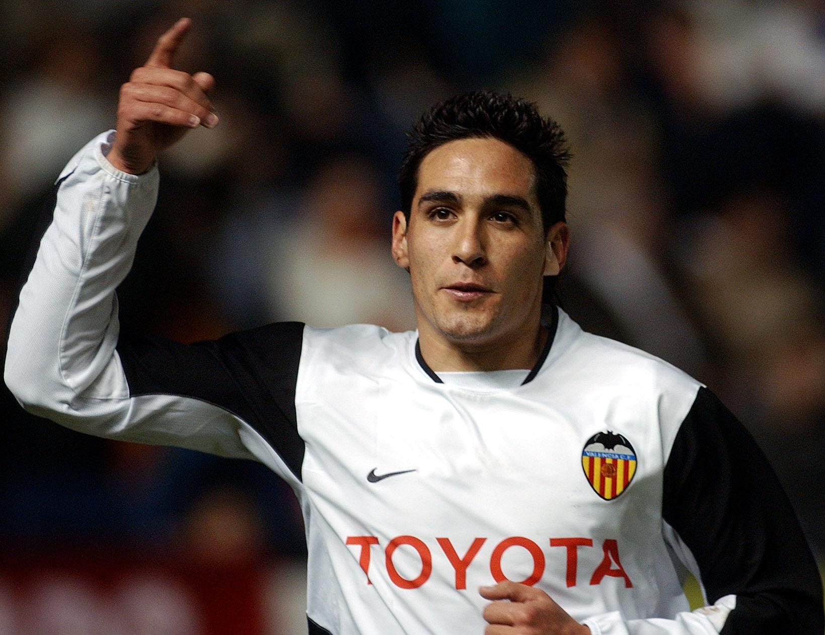 Vicente celebra un gol en un partido de Copa del Rey ante Osasuna en enero de 2004 (Archivo 20minutos).