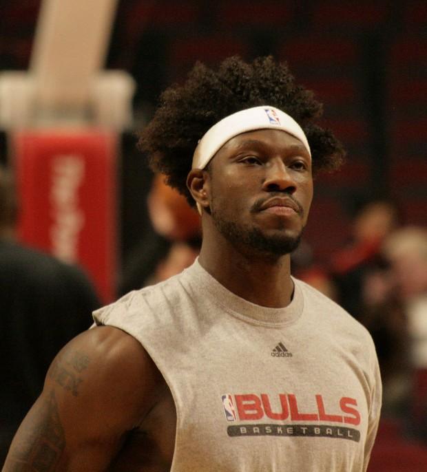 Wallace, calentando con los Bulls en 2008 (Wikipedia).