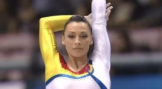 Catalina Ponor, antes de un ejercicio de suelo (YOUTUBE)