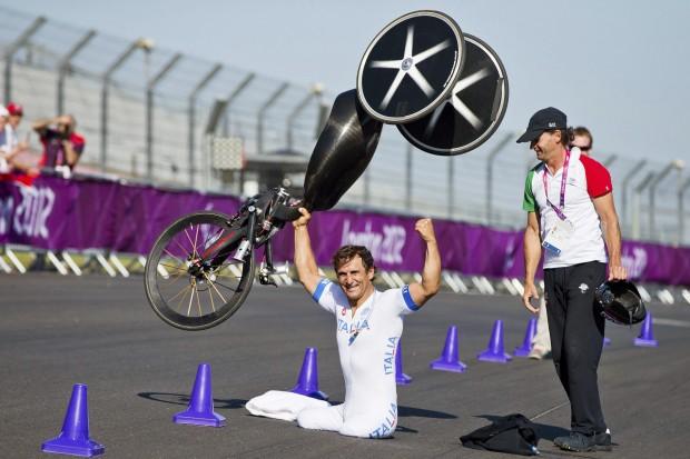 Zanardi, tras ganar la contrarreloj individual masculina H4 en los Paralímpicos de Londres 2012 (Archivo 20minutos).