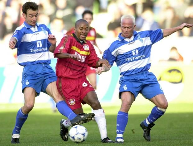 Zé Roberto, contra el Duisburgo en un partido con el Bayer Leverkusen de la Bundesliga 1999/2000 (Archivo 20minutos).