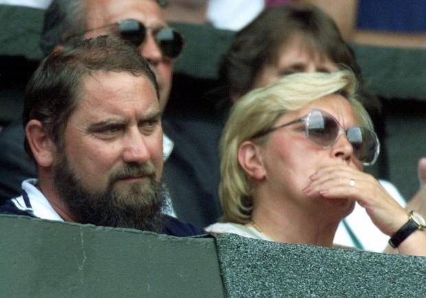 Los padres de Jelena, Damir y Ljiljiana, en Wimbledon en 1999 (GTRES).