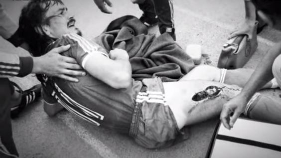 Lienen, con la pierna rajada, es atendido en la banda (YOUTUBE).