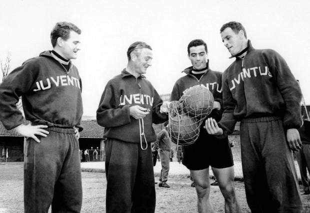 Cesarini, segundo por la izquierda, en su etapa de entrenador de la Juve (WIKIPEDIA).