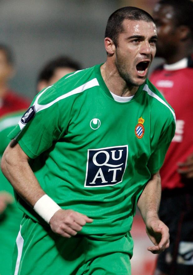 Pandiani celebra un gol en un partido de la UEFA entre el Livorno y el Espanyol en 2007 (Archivo 20minutos).