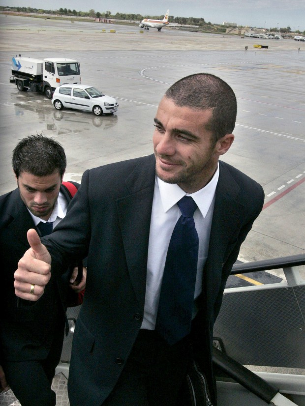 Pandiani, antes de tomar un avión hacia Glasgow, donde jugó con Espanyol la final de la UEFA de 2007 (Archivo 20minutos).