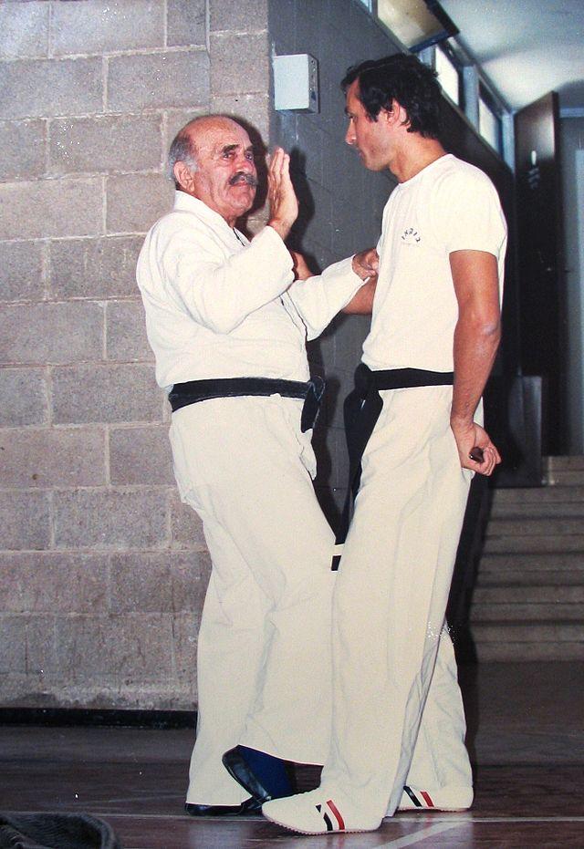Imi Lichtenfeld, a la izquierda, en una sesión de entrenamiento (WIKIPEDIA).