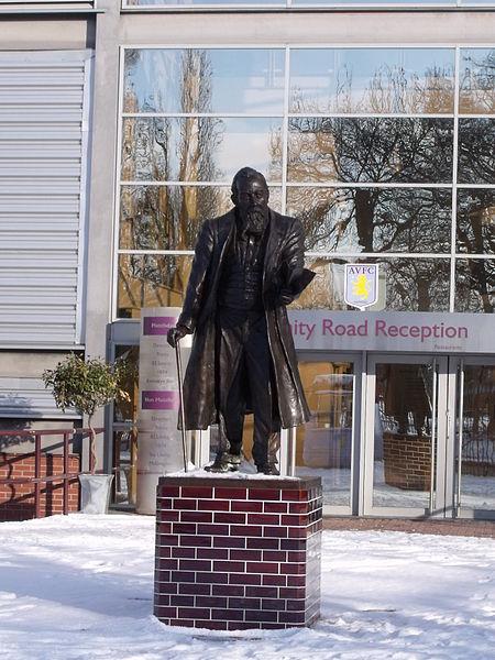 Estatua de McGregor en Villa Park (WIKIPEDIA).