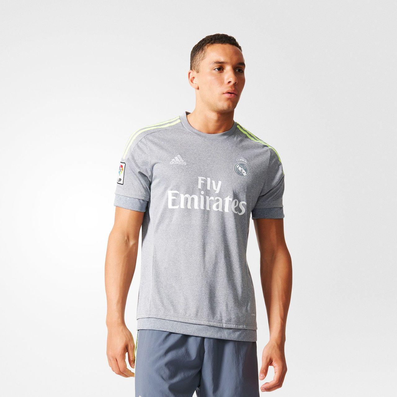 Así son las camisetas de la temporada 2015 2016  poniendo al límite ... 7c2ebb26c6276
